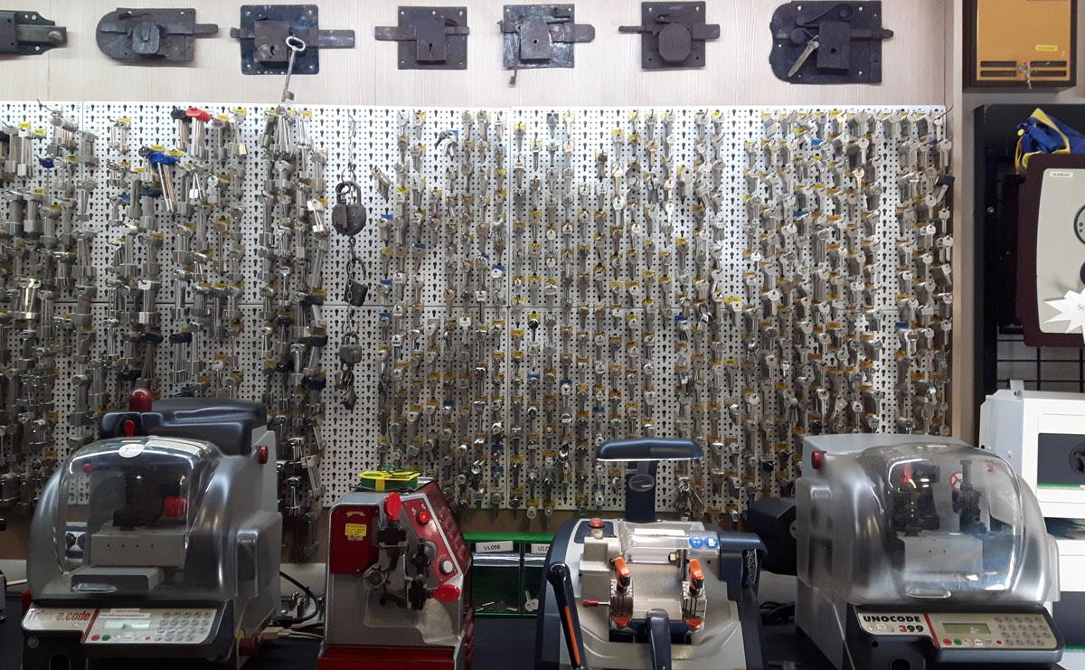 negozio-suplicazioni-chiavi-serramenti-cauccisicurezza